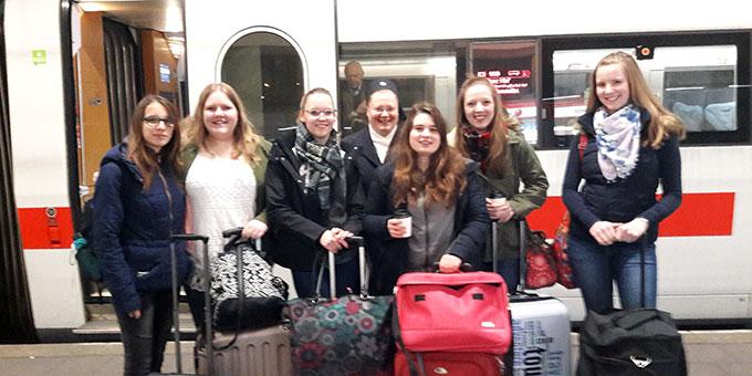 Die Schülergruppe auf dem Weg nach Berlin (Foto: S-MS)
