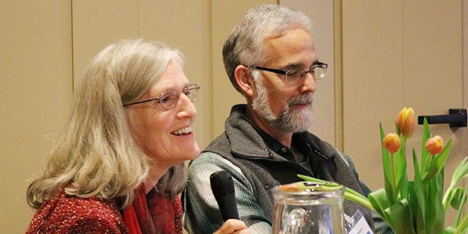 Marge und Mike Fenelon, Milwaukee, USA sprechen über Erfahrungen mit der Hausheiligtumspastoral (Foto: Ulrike Wurm)