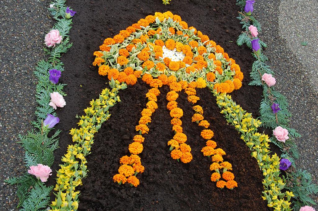 Blumenteppich bei der Fronleichnamsprozession auf Berg Schönstatt in Vallendar (Foto: Brehm)
