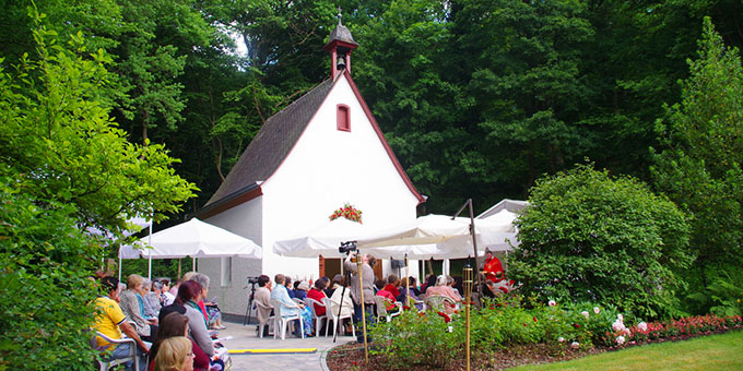 Festmesse vor dem Coenaculum-Heiligtum am Jubiläumstag  (Foto: Neiser)