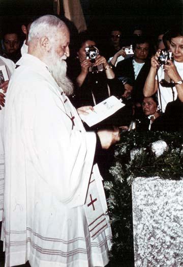 Pater Kentenich segnete den Grundstein des Zentrums (Foto: Archiv-Foto)