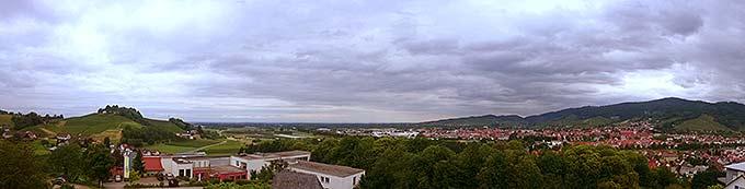 Das Schönstatt-Zentrum Marienfried, Oberkirch, liegt wunderschön gelegen in der Orthenau mit Blick ins Rheintal (Foto: Marienfried)