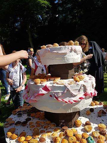 Eine Riesen-Muffin-Jubiläums-Torte (Foto: Sr. Marion McClay)