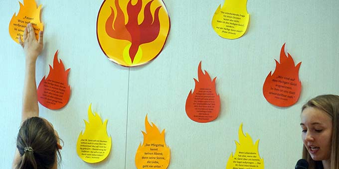 Pfingstflammen unübersehbar (Foto: Fella)