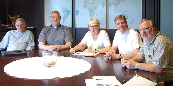 v.l.n.r.: Pater Dr. Michael Johannes Marmann, Pater Ludwig Güthlein, Inge Wilhelm, Dr. Christian Löhr, Heinrich Brehm (Foto: privat)