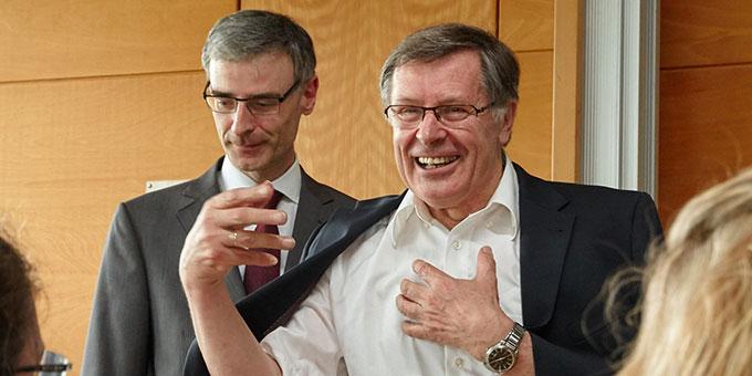 Dr. Helmut Müller (r) bei seiner Abschiedsvorlesung an der Uni Koblenz-Landau (Foto: M.Brand, focus-vallendar.de)