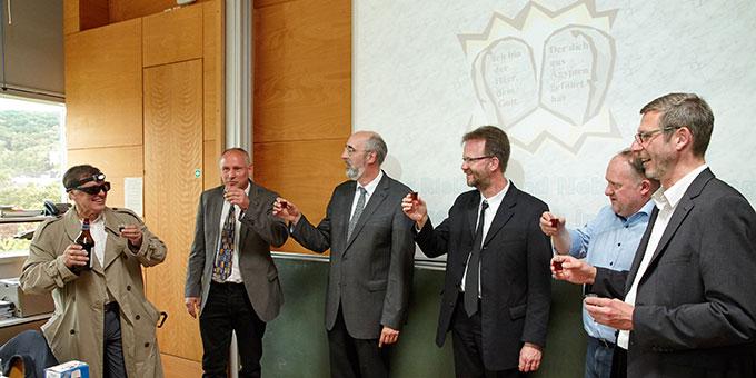 Mit Freunden aus dem Familienkreis anstoßen auf den Beginn einer neuen Zeit (Foto: M.Brand, focus-vallendar.de)