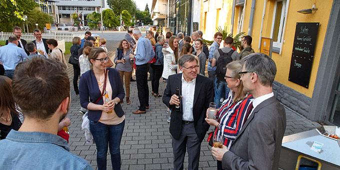Impressionen von einer kurzweiligen Abschiedsfeier auf dem Campus der Uni Koblenz (Foto: M.Brand, focus-vallendar.de)