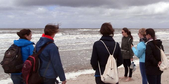 """Die """"Jungen Frauen"""" der SchönstattMJF am Nordseestrand auf Norderney (Foto: Heger )"""