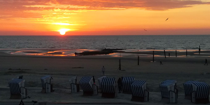 Von solchen Sonnenuntergängen kann man lange zehren (Foto: Altena)