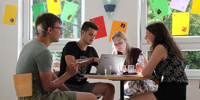 Planungsgespräche (Foto: Jule Gärtner)