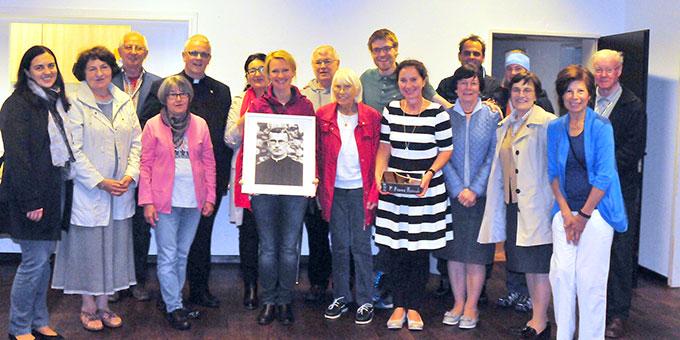 Mit der Erinnerung an Pater Reinisch wurde auch das 20jährige Bestehen der Schönstatt-Gruppe in Kiel gefeiert (Foto: privat)
