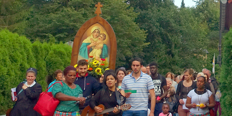 Prozession beim Fest der Begegnung (Foto: Pilgerzentrale)