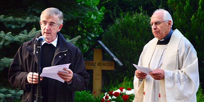 Reinisch-Gedenken am Urheiligtum in Schönstatt: P. Dr. Heribert Niederschlag SAC (l.), P. Theo Breitinger ISch (Foto: Timo Michael Keßler)