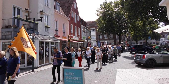 Pilgerweg aus der Stadt zum Schönstatt-Zentrum (Foto: H. Schroeder)