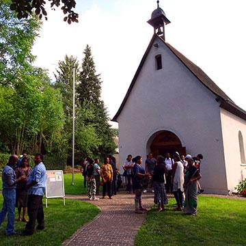 Start am Schönstatt-Heiligtum in Trier, wo sich an diesem Tag auch Tamilen trafen (Foto: Brück)