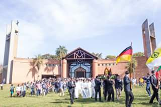 """Die Kirche """"Santa María de la Trinidad"""" beim Heiligtum von Tuparenda - ein würdiger Ort für die Feier (Foto: Javier Vera fotografía)"""