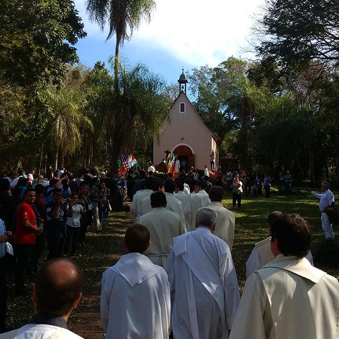 Nach der Übergabe des Sionsgewandes auf dem Weg zum Schönstatt-Heiligtum von Tuparenda (Foto: privat)