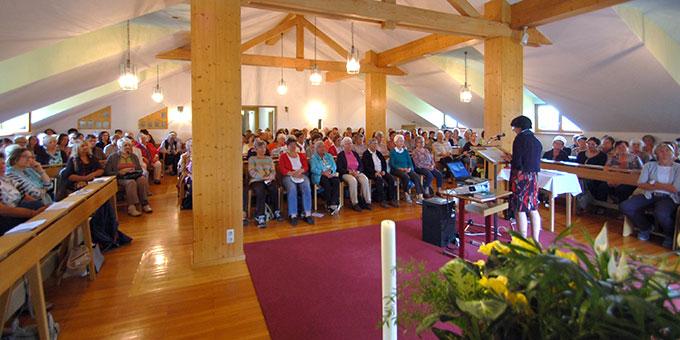 Die Hauskapelle als größter Versammlungsraum war bis auf den letzten Platz besetzt (Foto: Hbre)