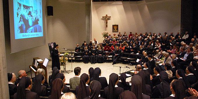 Schwester M. Adele Geertsen bei der Begrüßung (Foto: Brehm)