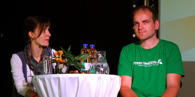 Martin Mikat, Vorsitzender der Grünhelme, im Gespräch mit Anja Birringer (Foto: Brehm)