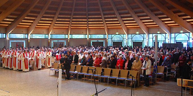 Die Pilgerkirche Schönstatt war gut gefüllt (Foto: Brehm)