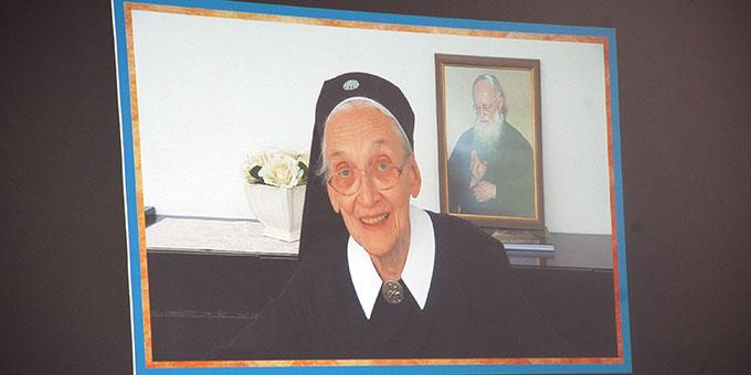 Videoeinblendung eines Beitrages von der Schönstätter Marienschwester Mattia Amrhein (Foto: Brehm)