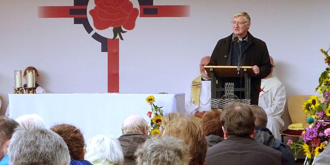 Pater Ludwig Güthlein, Leiter der Schönstatt-Bewegung Deutschland, bei seinem Vortrag am Nachmittag (Foto: Goering)