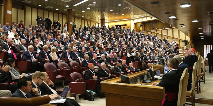 Kongress (Re)Thinking Europe: Kongress Aula im Vatikan (Foto: COMECE)