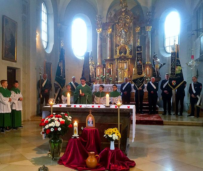 Festgottesdienst in der Pfarrkirche von Eppisburg (Foto: Bledner)