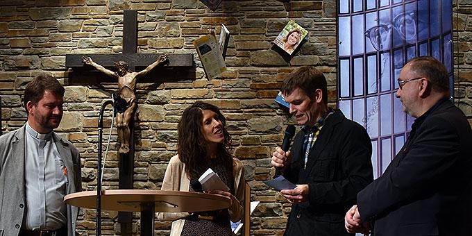 Pater Hans-Martin Samietz, Theresia Strunk, Moderator Bernhard Irsch, Pater Joachim Schmiedl (Foto: Kröper)