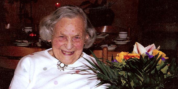 Anna Mehlberg an ihrem 105. Geburtstag (Foto: Stachowiak basis 2013/05)