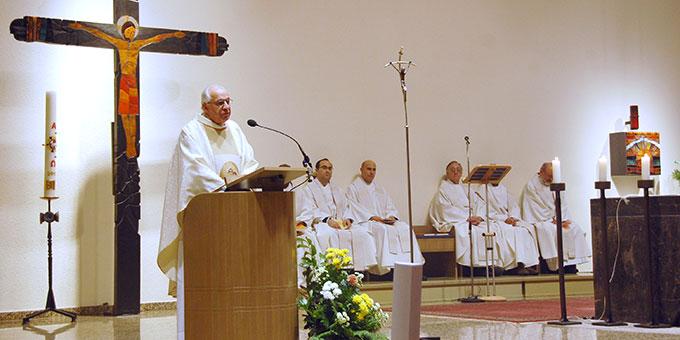 Die Bündnisfeier beginnt mit einer Eucharistiefeier in der Pilgerkirche, Schönstatt (Foto: Brehm)