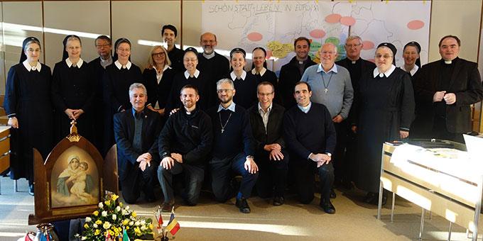 Die Teilnehmerinnen und Teilnehmer aus zehn vertretenen Ländern (Foto: IKS)