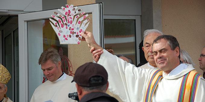 """Viele Priester der Trägergemeinschaft haben sich mit ihrem Fingerabdruck auf der sogenannten """"Delta""""-Krone dazu verpflichtet, den Lebensstrom Schönstatts in Kirche und Welt zu verbreiten (Foto: Brehm)"""