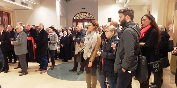 Beim Gebet und beim sich anschließenden Empfang waren auch einige Mitglieder der Wiener Schönstattfamilie anwesend (Foto: MfE)