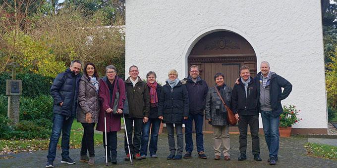 Die Gruppe am Schönstatt-Heiligtum in Berlin Fronau (Foto: Fella)
