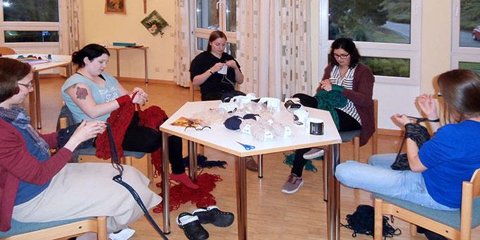 Strickrunde - Kreativ-Wochenende für junge Frauen (Foto: Andrea Wehner)