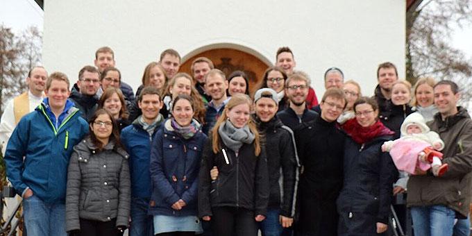 """Die Teilnehmerinnen und Teilnehmer der """"Zeit zu Zweit"""" im Schönstatt-Zentrum Herxheim (Foto: Schultheiss)"""