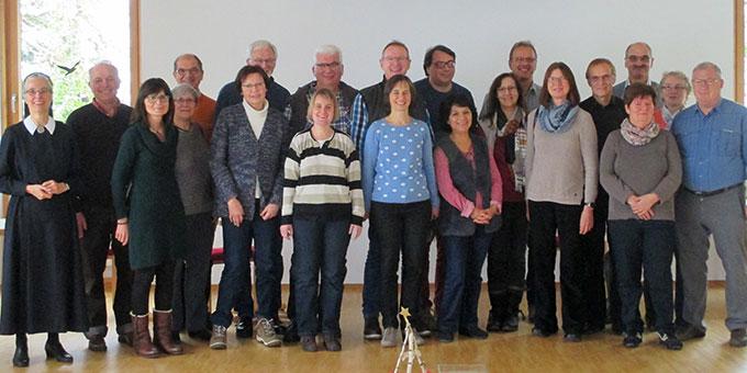 Die Teilnehmerinnen und Teilnehmer des Adventswochenendes in Oberkirch zusammen mit dem Team (Foto: Jäger)