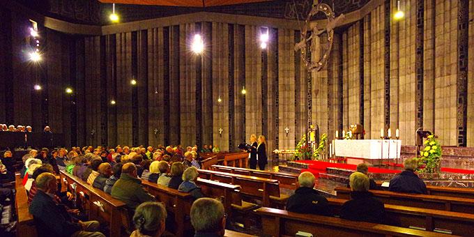 Bei einem geistlichen Abendkonzert in der Krönungskirche im Schönstatt-Zentrum Liebfrauenhöhe/Rottenburg (Foto: Niestroj)