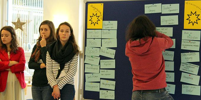 Praktische Überlegungen zur Kentenichpädagogik verdeutlichten die Relevanz der 5 Leitsterne für die MJF-Arbeit (Foto: Chiara Schneider)