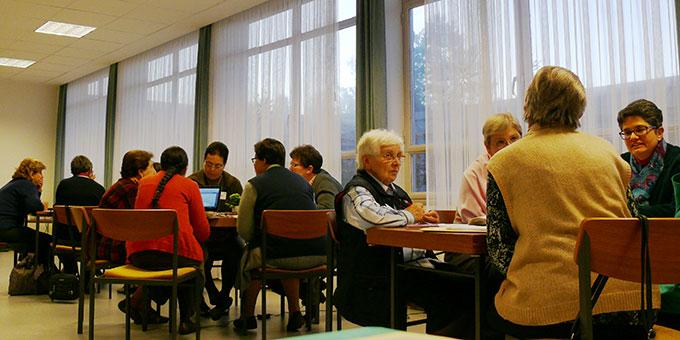 Lebensaustausch in Basisgruppen und Auswertung in Konsensgruppen (Foto: AUTOR)