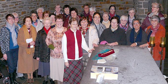 Die Teilnehmerinnen des Kongresses des Schönstatt-Frauenbundes in der Grabkapelle des Schönstatt-Gründers Pater Josef Kentenich (Foto: U. Much)