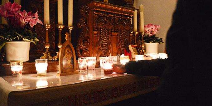 Bei einer Gebetszeit im Schönstatt-Heiligtum (Foto: M. Imwalle)