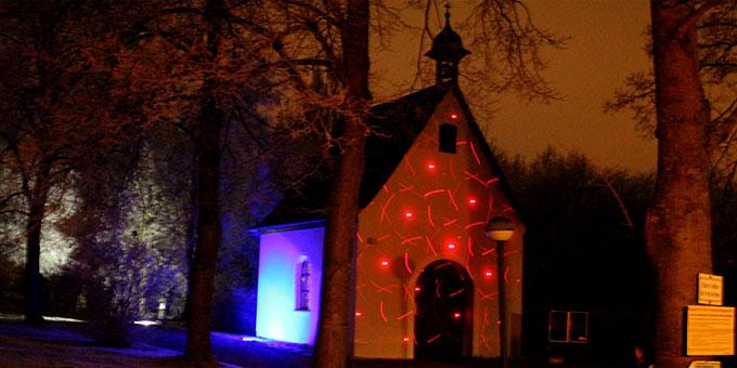 Würzburger Schönstatt-Heiligtum mit Lichtinstallation während des Lichterweges (Foto: Schulz)
