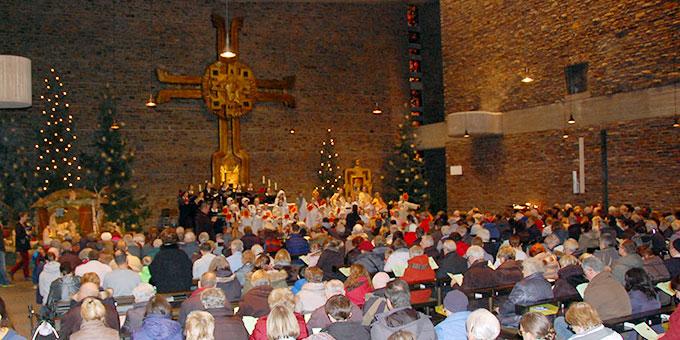 Besucher aller Altersgruppen haben die Kirche gefüllt (Foto: Brehm)