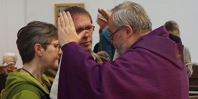 Segensreicher Abschluss hier für die Leitung der Familienbewegung Christiane und Johannes Roth (Foto: Fella)