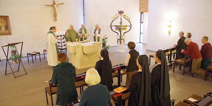 Gemeinsame Gebetszeiten und Eucharistiefeiern prägten die Tagung ebenso wie die thematische Arbeit (Foto: Neiser)