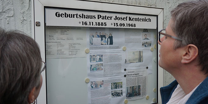 Informationen am Geburtshaus Josef Kentenichs in Gymnich (Foto: Fella)